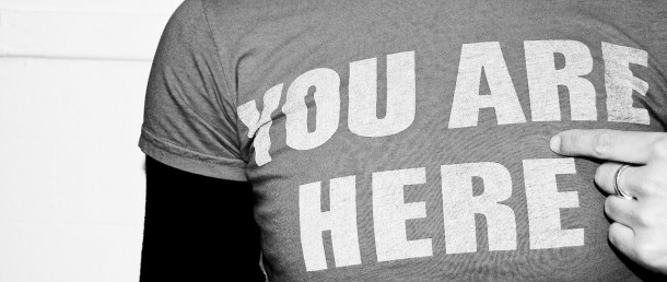 1280px-You_are_here_-_T-shirt