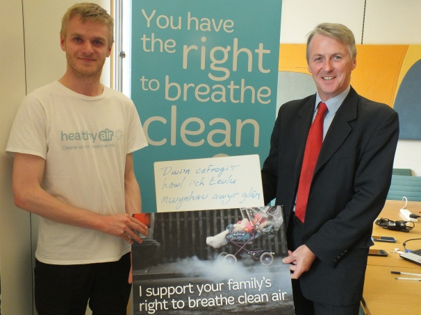 Huw Irranca-Davies MP with Healthy Air campaigner