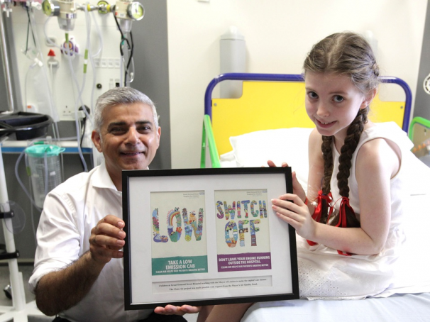 Sadiq and GOSH patient with sign - cropped